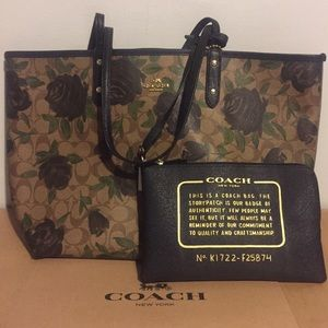 REVERSIBLE CITY TOTE WITH CAMO ROSE FLORAL PRINT